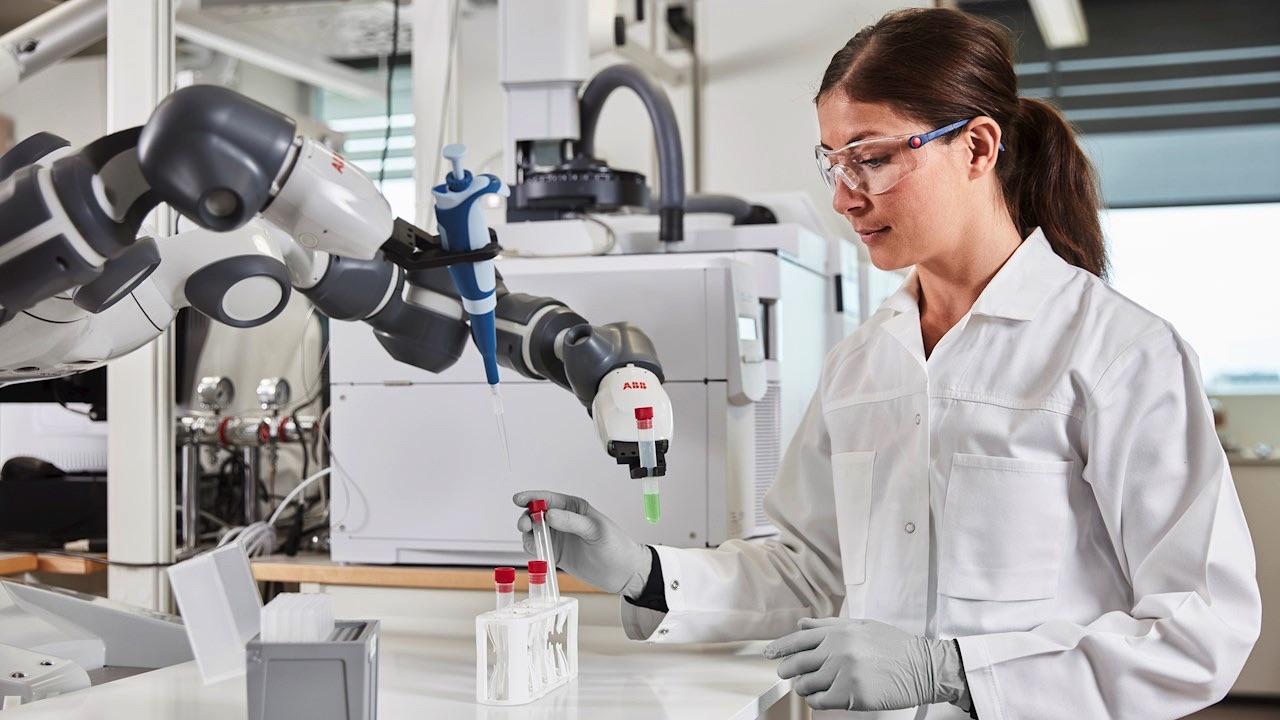 Robot pomoże w szpitalnym laboratorium