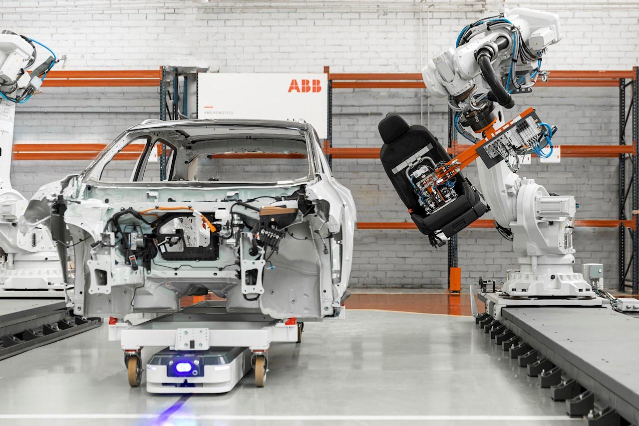 ABB przejmuje Grupę ASTI Mobile Robotics