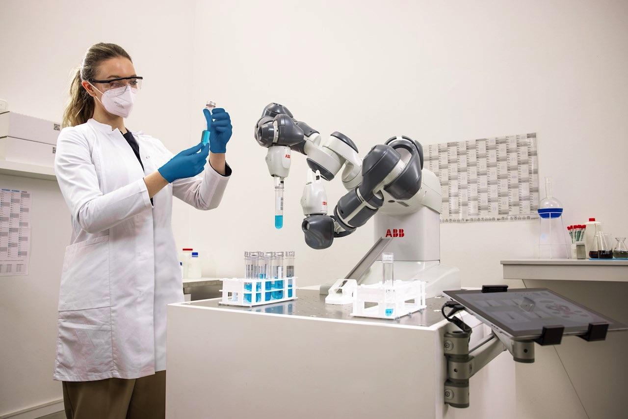 ABB robot współpracujący YuMi