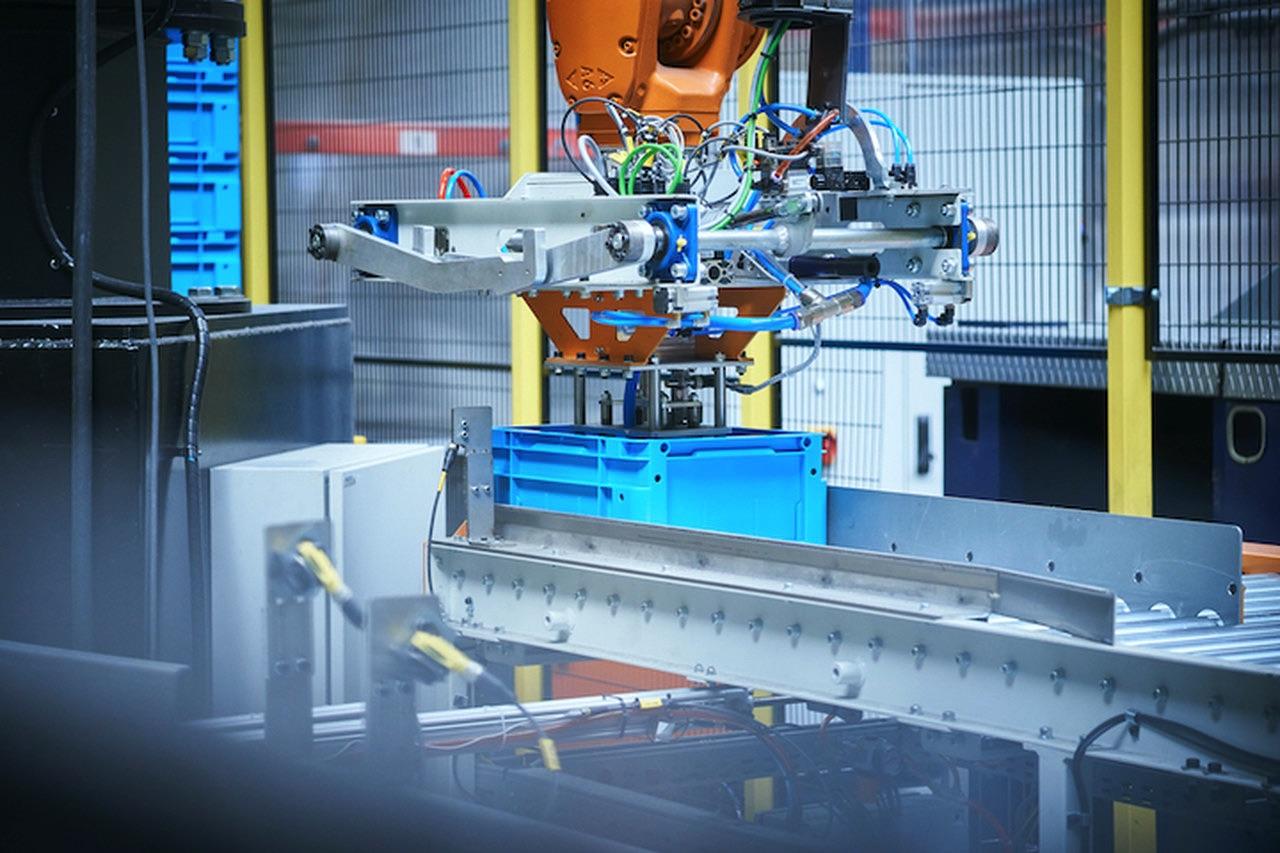 KUKA robot KR150 R2700 na lini paletyzującej