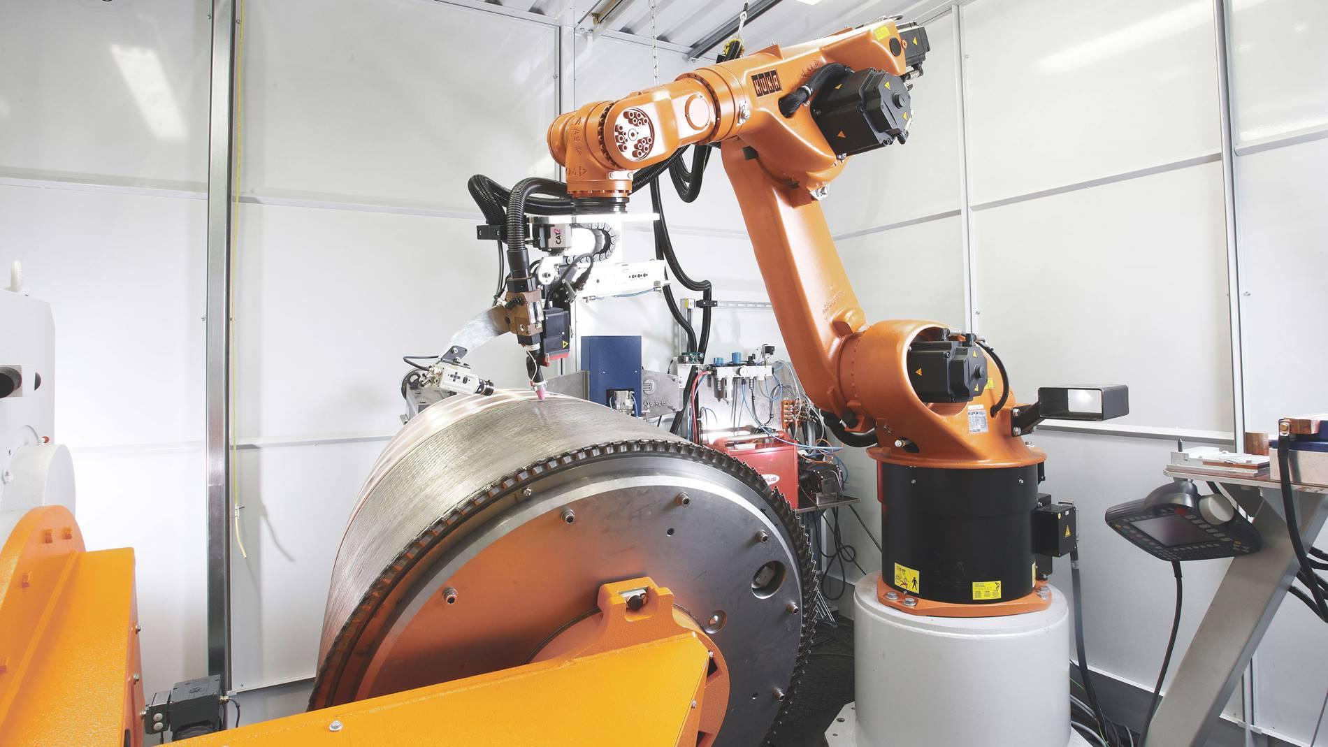 Robot KUKA z KUKA.SeamTech Tracking podczas dokładnego spawania punktowego w firmie EADS.