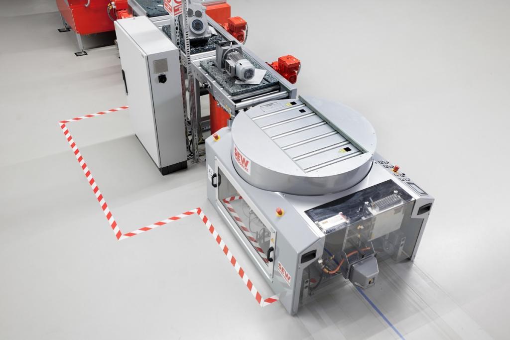 Samojezdne wózki transportowe AGV firmy SEW-EURODRIVE