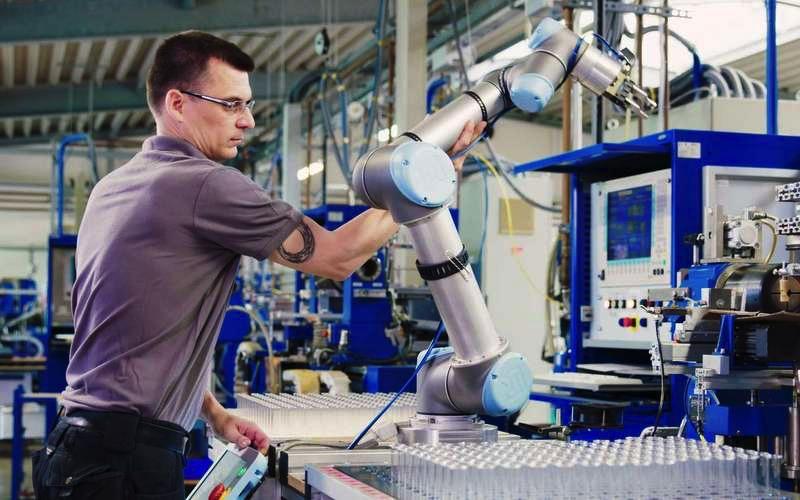 Cobot Universal Robots raport barometr robotyzacji